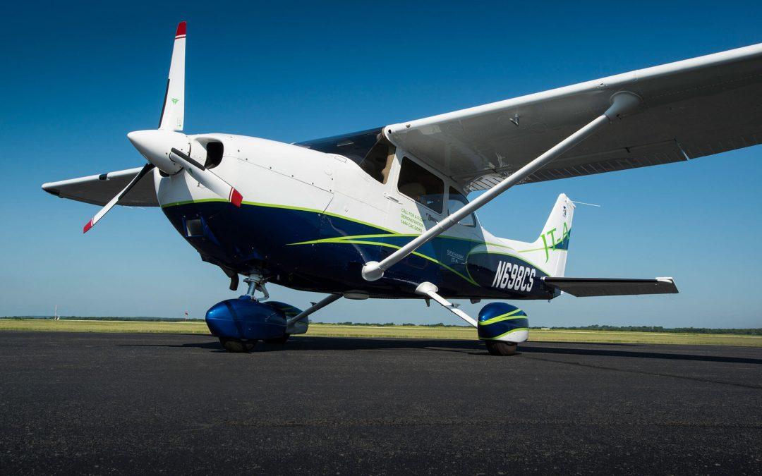 OSH14 Days 1 & 2: 500lbs of Jet-A for my Skyhawk, Please